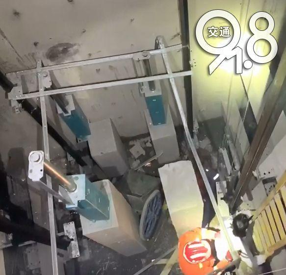刚刚,杭州一建筑工人电梯井内坠亡!