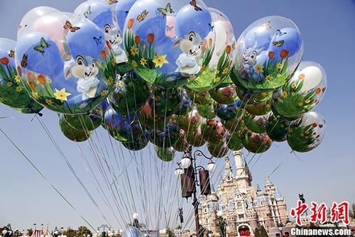 """东京迪士尼乐园陷""""气球荒"""" 或因全球性氦气不足"""