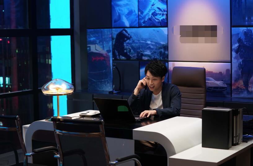张海宇破次元客串《精英律师》 与靳东