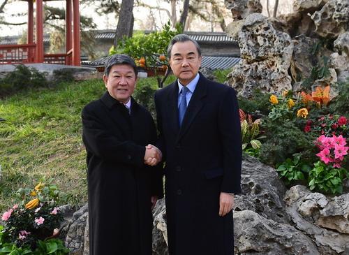 王毅会见日本外务大臣茂木敏充