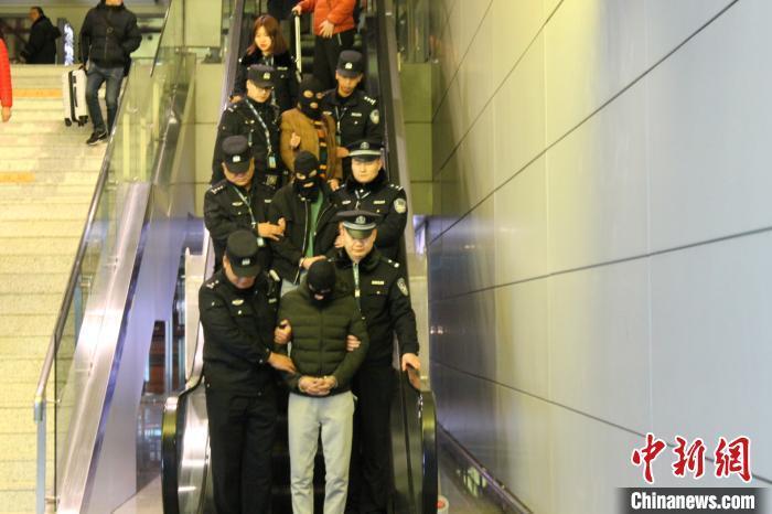青海警方侦破特大跨省销售假烟案 涉案金额超两千万