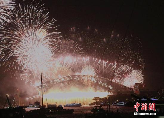 悉尼跨年庆典 十万支烟花整装待发
