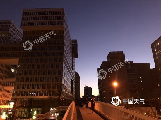 最低-12℃ 北京今日北风劲吹明夜晴冷中跨年