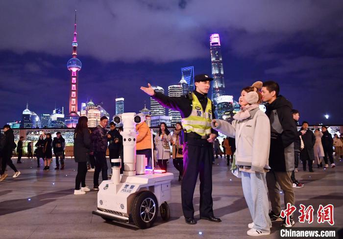 上海跨年夜 外滩游客超过42万人次