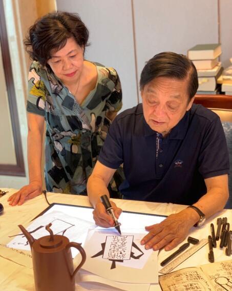 鲍雯君和韩美林大师合作紫砂壶作品——天书壶