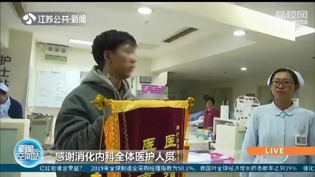 江苏扬州一小伙6年来吃饭要喝大量的水来吞咽 一查食管大如胃