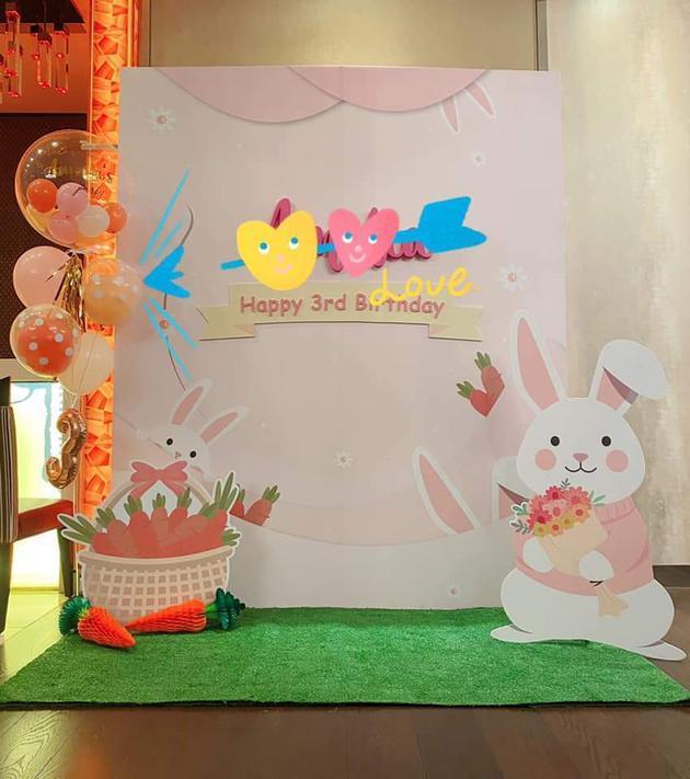 林心如为女儿布置生日party 兔子主题温馨又可爱