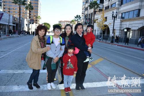 美媒:美国加州洛杉矶新移民看新年花车 中国元素受喜爱