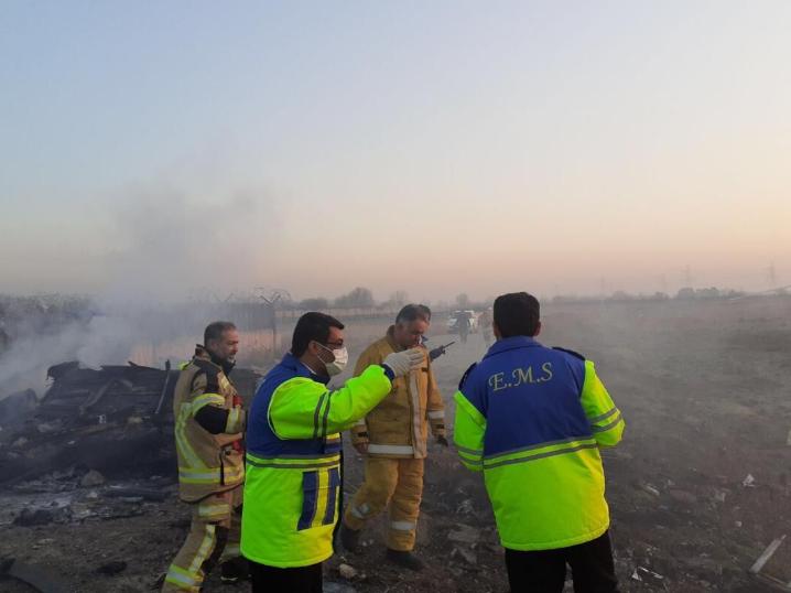 实拍!乌克兰客机坠毁180人遇难:现场浓烟滚滚 残骸遍地