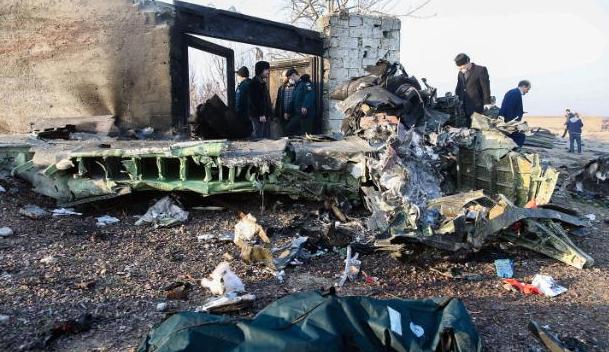 乌克兰客机起飞2分钟后坠毁 机身起火机尾断裂