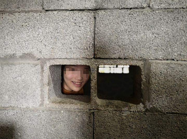 浙江19岁少女被锁房内10多年!只因一次高烧!走进她的房间,心酸了...