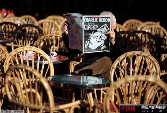 法国纪念《查理周刊》恐怖袭击事件五周年 民众前往悼念