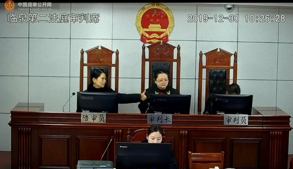 女审判长当庭怒了,网友炸了!