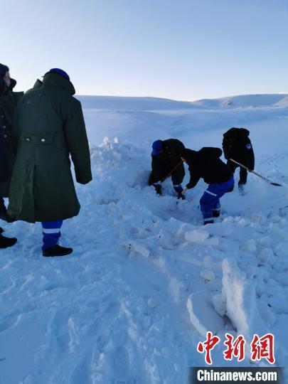 青海4名民众雪地被困 50小时后成功获救
