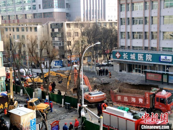 青海西宁地面坍塌灾害区域供电供气供水逐渐恢复