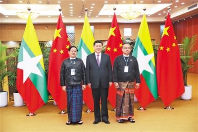 习近平同缅甸联邦议会议长兼人民院议长蒂昆密和民族院议长曼温凯丹友好交谈