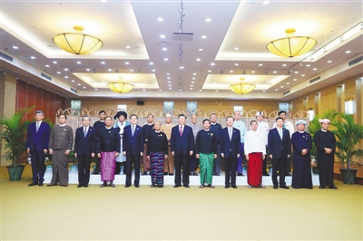 习近平同缅甸主要政党领导人集体合影留念