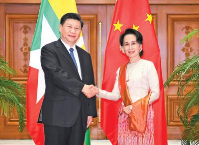 习近平同缅甸国务资政昂山素季会谈