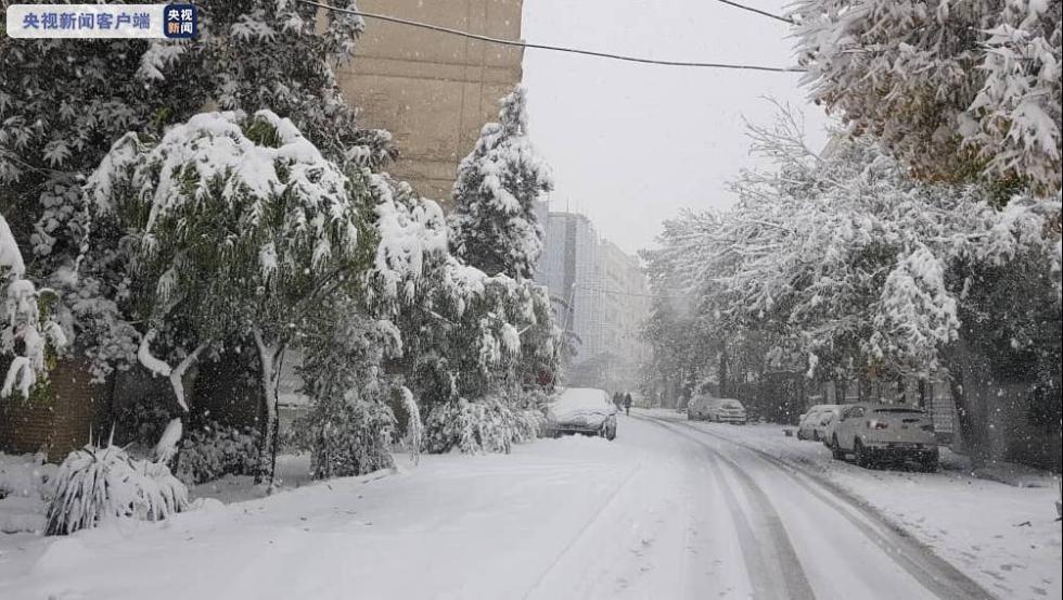 伊朗强降雪导致首都学校关闭 国内航线延误