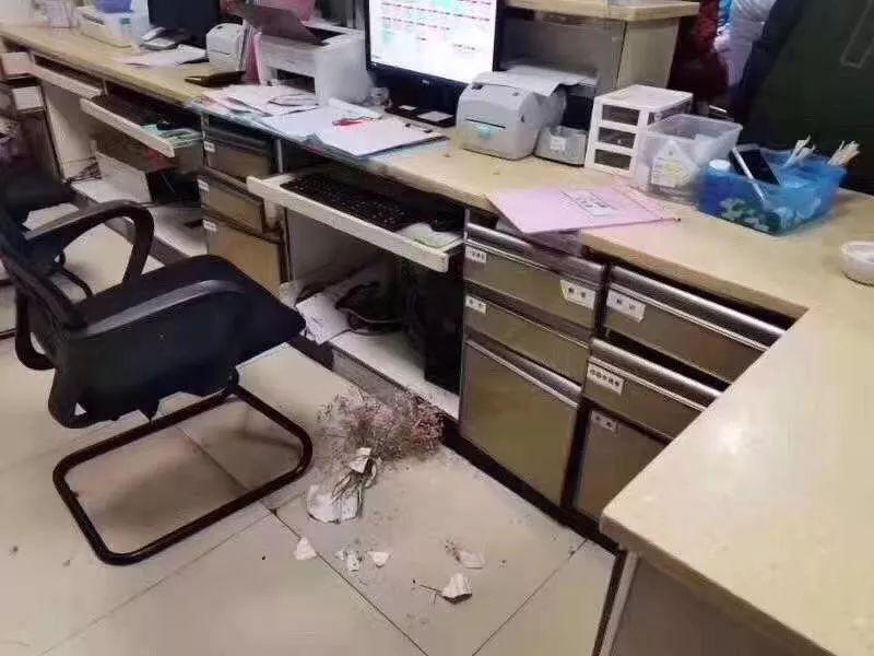 又见暴力伤医!没救活心梗患者,四川泸州三位医生被家属打伤