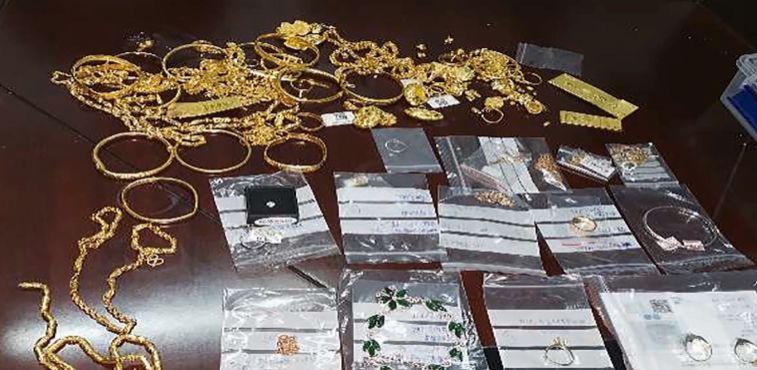 粗心夫妻遗失150万元珠宝 苏州民警5小时内火速找回