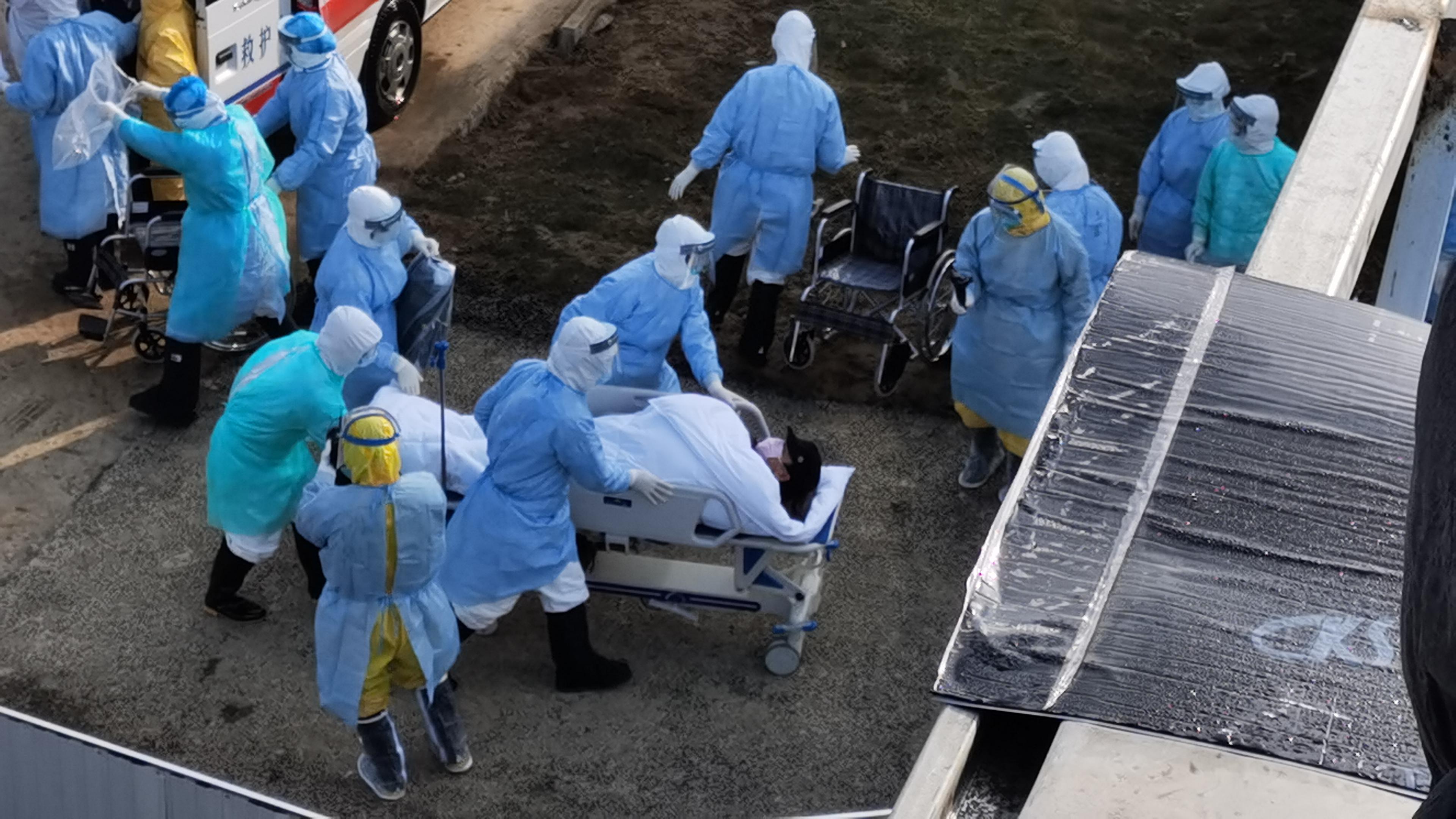 快讯!转运首批患者的车辆抵达火神山医院