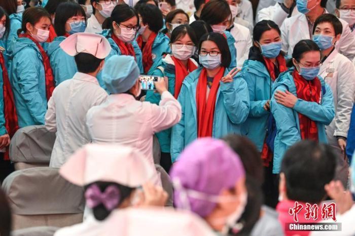 国家卫健委:逾1万医护人员支援武汉 重症专业人员缺口较大