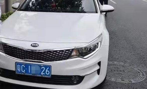 珠海夫妇九洲大道开一下车窗透气!老公被抓,老婆驾照被吊销!