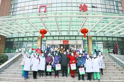 湖北武汉66岁重症患者8天快速康复