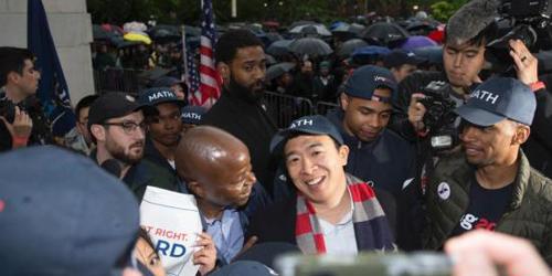 美媒:2020年美总统大选初选 华裔参选人杨安泽退选