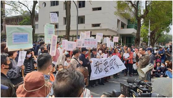 滞留湖北台胞亲属赴台陆委会陈情抗议,要求台当局让台胞回家