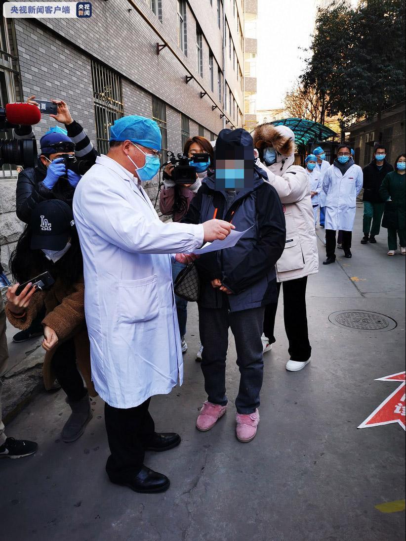 陕西首例新冠肺炎产妇和健康宝宝今日出院