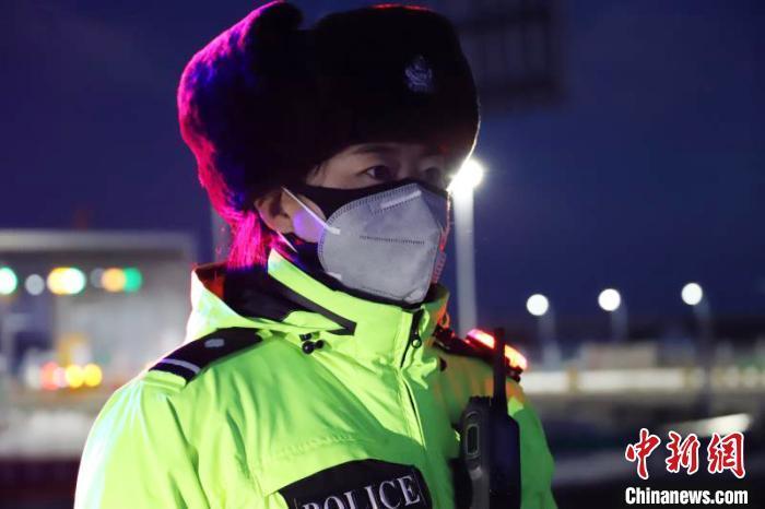 """黄河源头抗""""疫""""女警察:关键时刻,岂能退缩"""