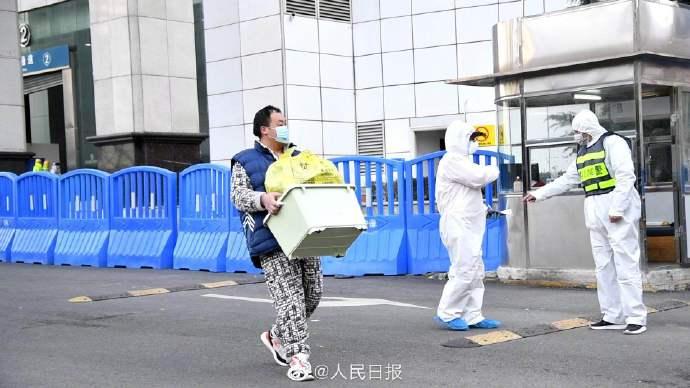 武汉江汉方舱医院又有23名患者出舱