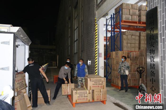 贵州省应急管理厅紧急调运物资支援湖北鄂州 价值近千万元共16车