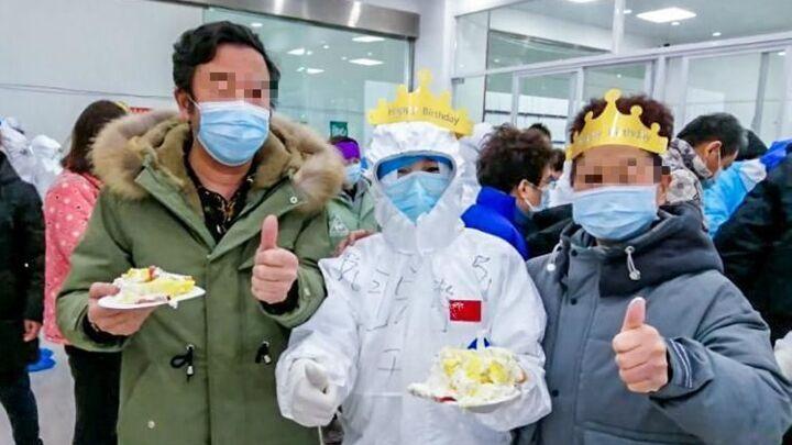 武汉方舱医院里的特殊生日会