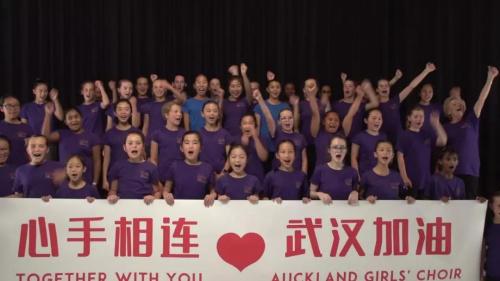 新西兰媒体:新西兰89岁老奶奶为武汉谱曲 为武汉加油