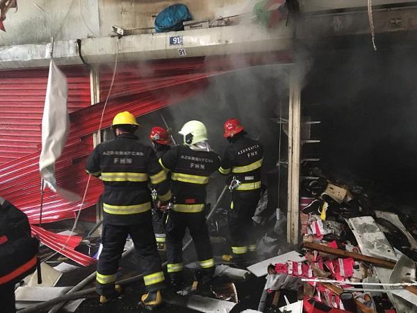 突发!阿塞拜疆最大购物中心发生火灾 事故已造成8人受伤
