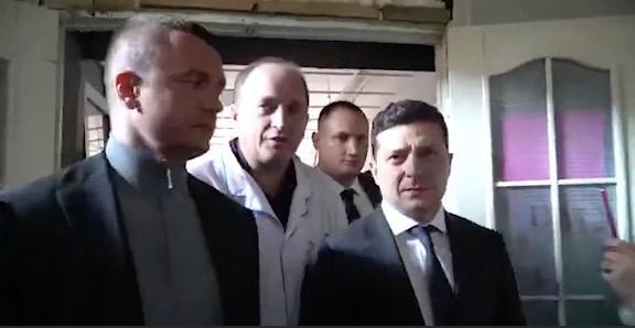 """视察医院被喊""""叛徒"""" 乌克兰总统皱了皱眉,选择无视"""