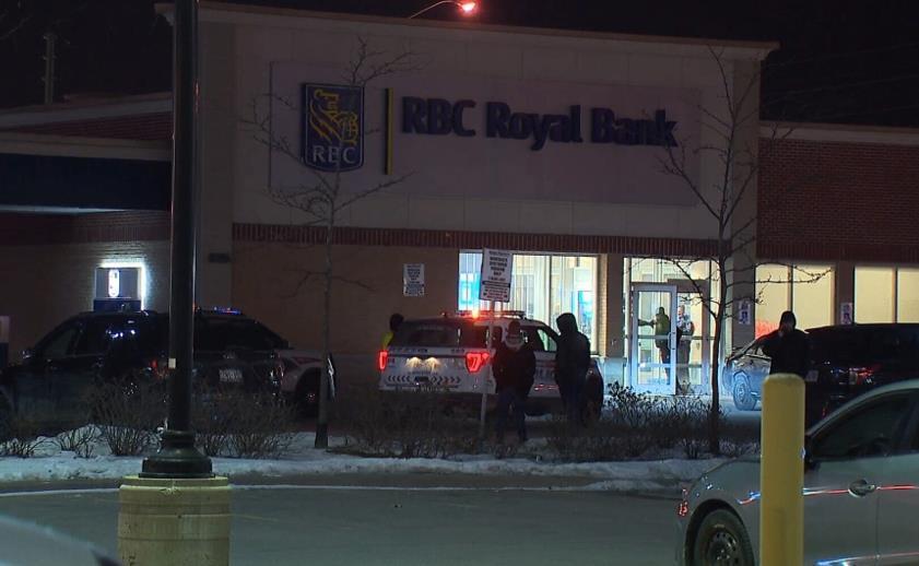 3名加拿大未成年人持刀枪抢劫银行 造成4人受伤