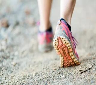 新研究:每天8000步死亡风险降一半!一个标准算出你的「有效步数」