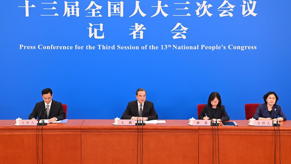 """王毅:认为""""中国利用疫情在南海扩大存在""""的说法完全是无稽之谈"""