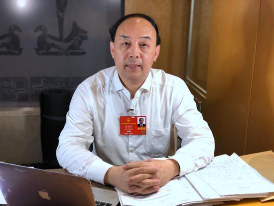 周洪宇代表:建议实施残疾学生15年免费教育