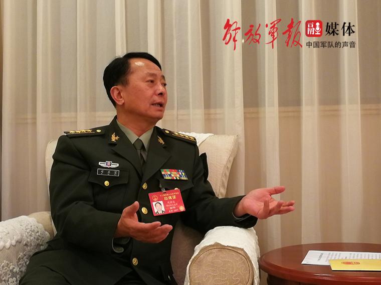 """军队代表谈无人机:""""黑飞""""丛生 加强监管势在必行"""