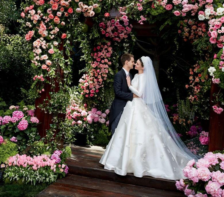 米兰达·可儿婚纱照曝光 与高富帅老公幸福相拥