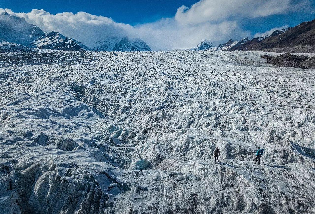 85后摄影师独爱冰川 两年间用无人机记录冰雪风情