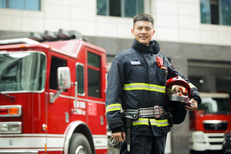 消防员李佰特:小小的Spark就能帮上忙 无人机只需简单实用