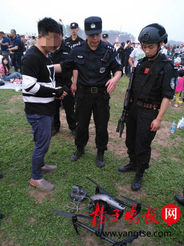 """多架无人机""""黑飞""""音乐节上空 镇江警方无人机依法拦截并捕获"""