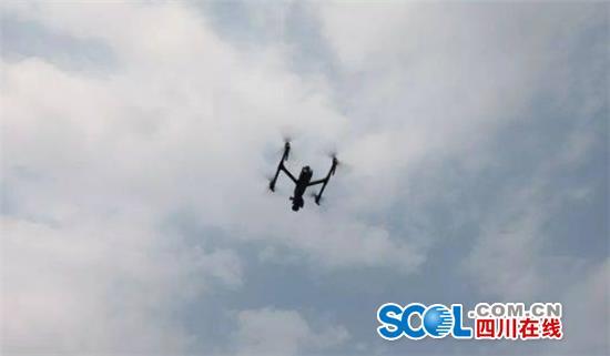 """东坡警方添置新武器 20万元反制枪专""""打""""无人机"""