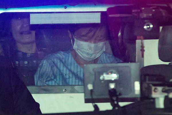 朴槿惠被判刑后首次现身 身穿病服憔悴不堪